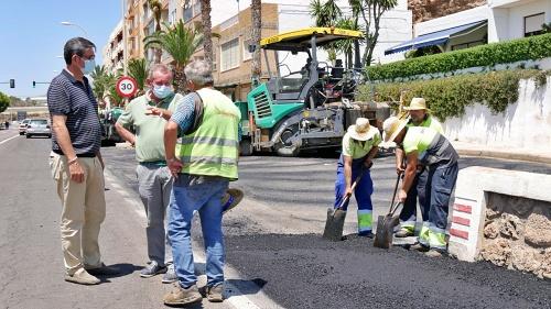 Comienzan en La Caracola los trabajos de pavimentación