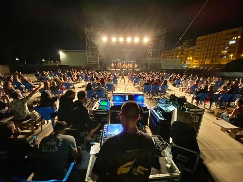 M.O.D.A hace vibrar a casi 400 personas en 'The Juergas Live Adra'