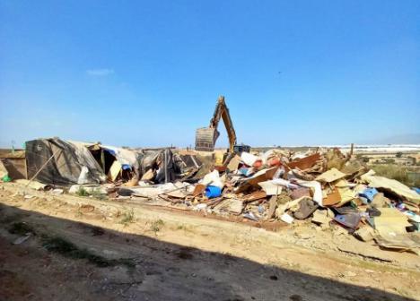 Ayuntamiento de El Ejido y Policía Local derriban seis chabolas en la Cañada de Onáyar