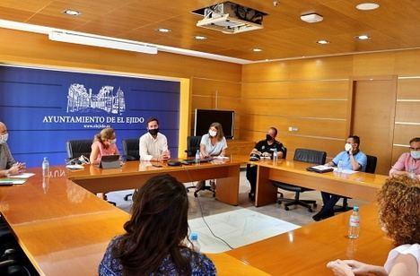 Ayuntamiento de El Ejido y Distrito Sanitario Poniente analizan la vacunación y los datos Covid