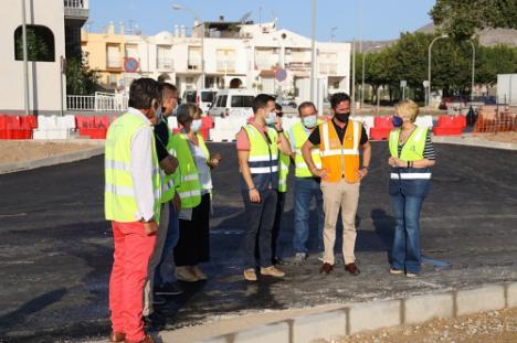 La delegada de Fomento visita las obras de la carretera de Pampanico