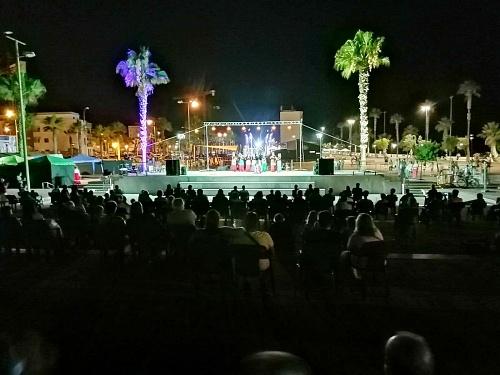 Arte Danza Adra llena Pago del Lugar con su espectáculo 'Las Trece Rosas'