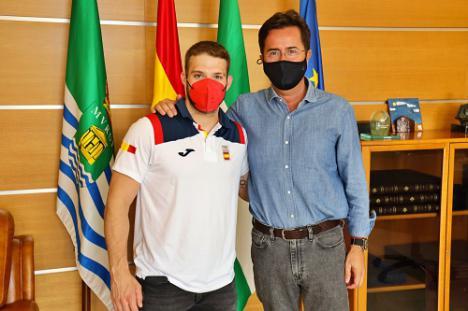 El alcalde recibe al haltera ejidense David Sánchez tras los Juegos Olímpicos de Tokio