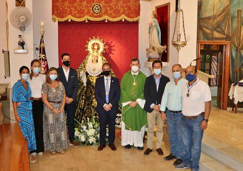 La Cofradía de Nuestro Padre Jesús Nazareno y Nuestra Señora de los Dolores impone la medalla de hermano al nuevo consiliario