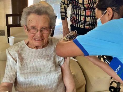 La tercera dosis de la vacuna contra COVID-19 empieza en las residencias de mayores