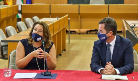 Crespo presenta el proyecto para garantizar el suministro de agua desalada a El Ejido