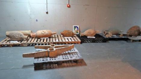 La Policía Andaluza recupera en Almería ánforas romanas y árabes de los siglos I y II