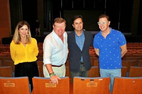 'Los Morancos' reciben la 'Butaca de Honor' en el Auditorio de El Ejido