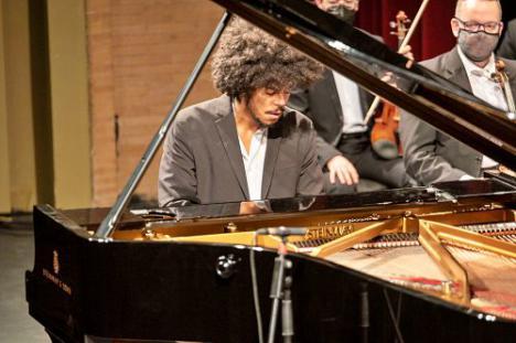 El público aplaude la brillante e impecable interpretación de la OCAL de las sinfonías de Beethoven