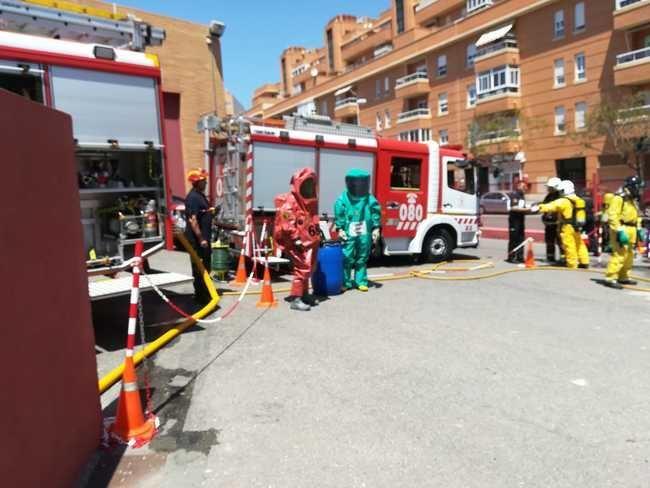 Bomberos y el grupo TEDAX-NRBQ de la Policía Nacional realizan un simulacro por un incidente con productos tóxicos