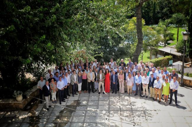 Amat acude en nombre de Almería al Consejo de Alcaldes del PP