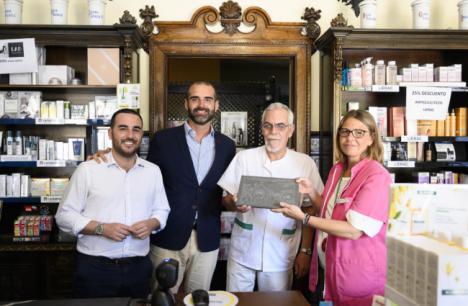 """El Ayuntamiento reconoce a la Farmacia Durbán como """"emblema de la ciudad"""""""