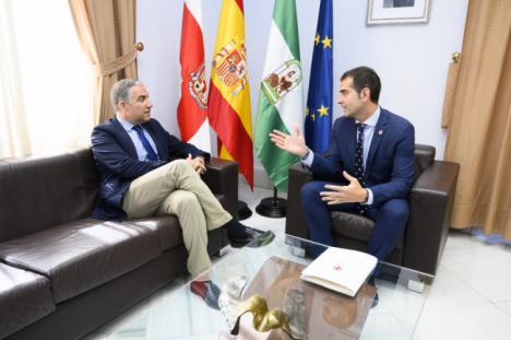 Bendodo reclama una Andalucía descentralizada con igual peso de todas las provincias