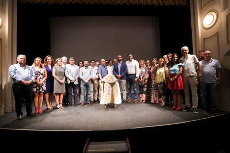 Curro Díaz sale a hombros del Teatro Apolo con el 'Capote de Paseo'