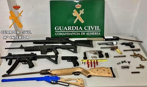 La extraña colección de armas de fuego caseras de un productor de marihuana