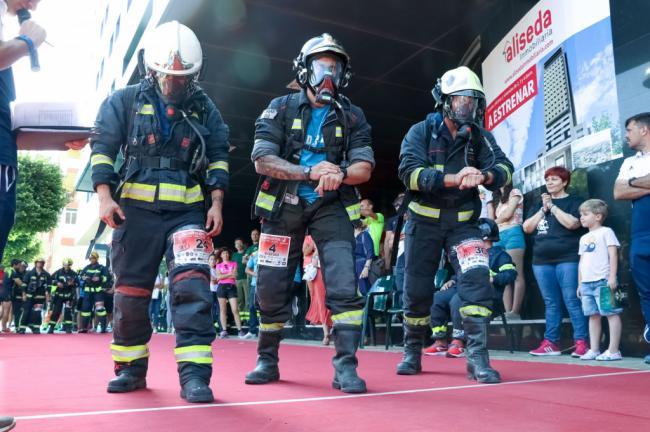 Cerca de 300 valientes en la carrera vertical de Torre Laguna