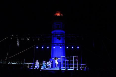 El Faro del Puerto de Almería brilla con la propuesta flamenca de Eduardo Guerrero