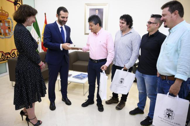 """Una delegación colombiana que """"se empapa"""" de la gestión almeriense en movilidad y agua"""