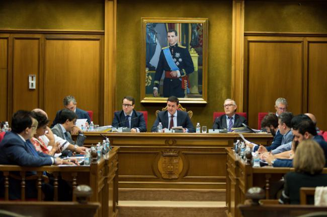 El PSOE dice en la Diputación no a pagar en las autovías