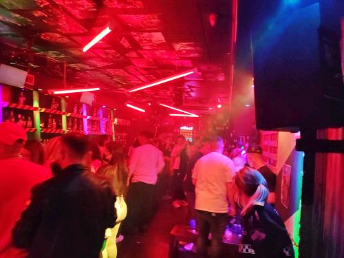 La Policía Local desaloja una fiesta en un pub con 51 personas sin medidas anticovid-19