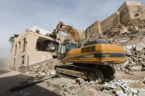 La Alcazaba se hace visible con la demolición de viviendas de la calle Almanzor