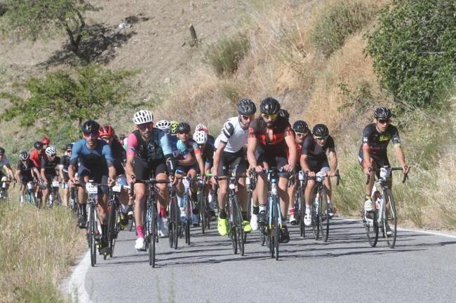 La Alpujarra vuelve a convertirse en una fiesta del cicloturismo con La Indomable