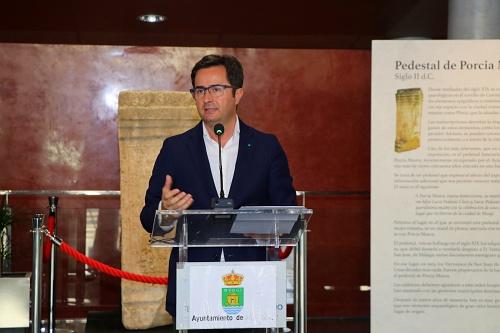 El Ayuntamiento de El Ejido presenta el pedestal a Porcia Maura del siglo II d.C.