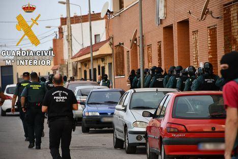 """Desmantelado un """"narco bloque"""" con 2420 plantas de marihuana y 140 enganches ilegales"""