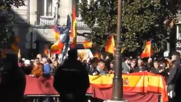 Un almeriense protagoniza la polémica de la bandera andaluza en los actos de la Toma de Granada