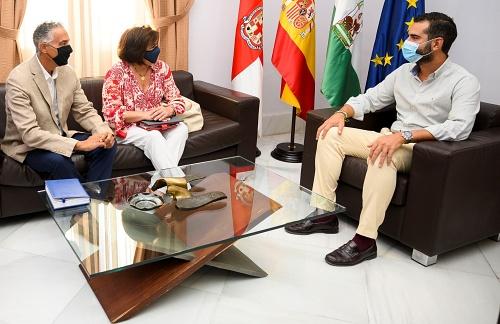 El alcalde recibe a la nueva dirección del Colegio Oficial de Veterinarios de Almería