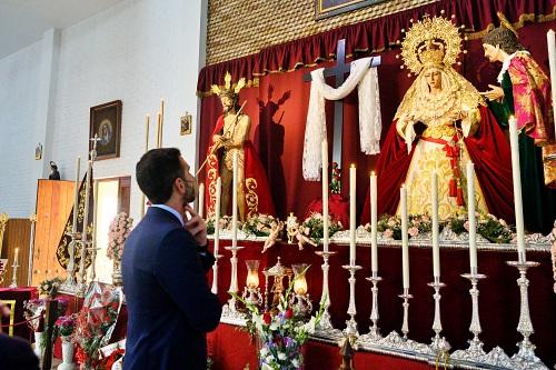 El alcalde visita las hermandades del Martes Santo
