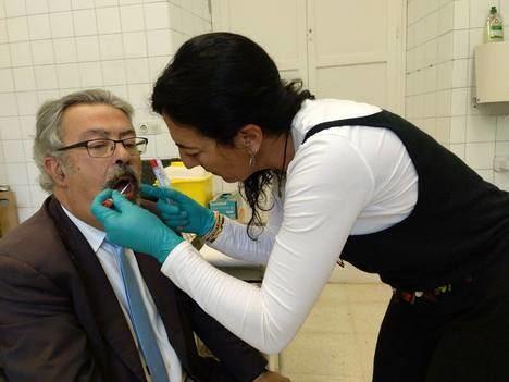 Nieto de Blas Infante da una muestra de ADN para localizar los restos de sus abuelo