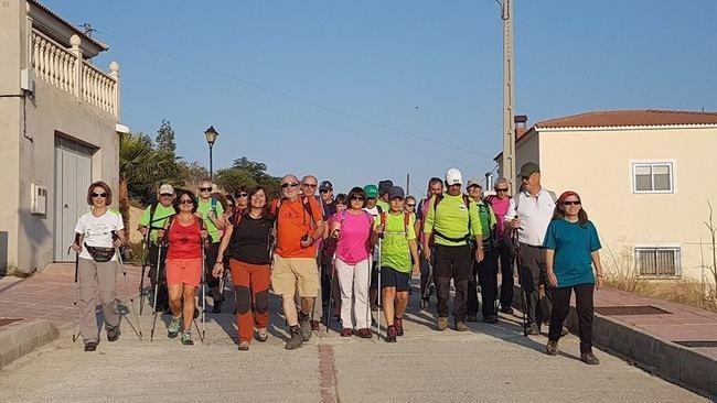 Más de 60 senderistas descubren con la Diputación los tesoros naturales de Somontín