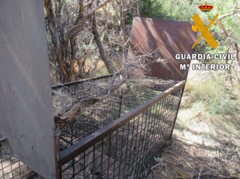 Intervenida una jaula para atrapar grandes animales en Abrucena