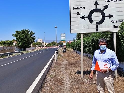 """Cs exige """"a quién corresponda"""" retirar las cientos de bolsas de basura de Costacabana y Cabo de Gata"""