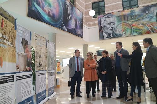 """Aránzazu Martín inaugura una exposición de Manos Unidas sobre """"crisis medioambiental"""""""