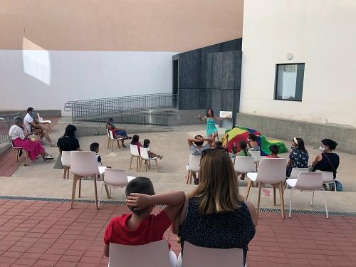 La Biblioteca Central enseña la narrativa oral a los más pequeños