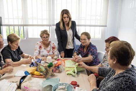 Díaz visita el Centro de Participación Activa de El Ejido, con casi 4.900 personas socias