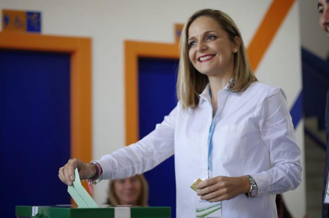La candidata del PP vota en Huércal Overa