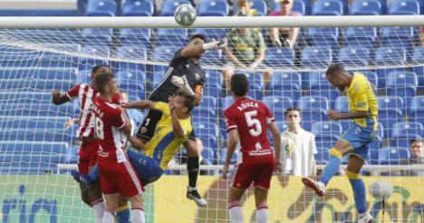 El Almería lleva en la Liga nueve goles a favor y uno en contra