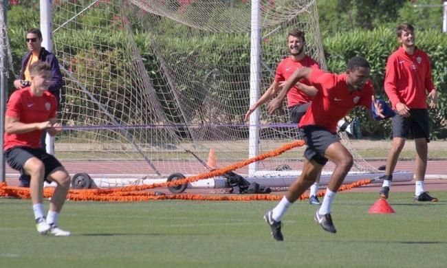UD Almería mantiene a jugadores con secuelas físicas para la cita de Córdoba