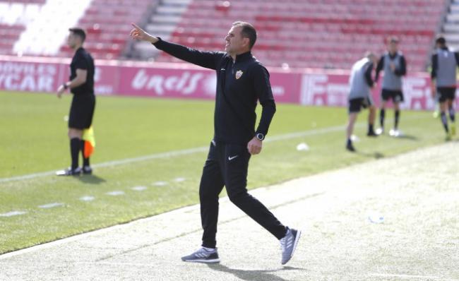 Esteban Navarro continuará siendo el entrenador del filial rojiblanco en Tercera