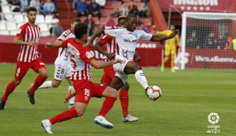 1-1: El Almería desaprovechó su superioridad numérica