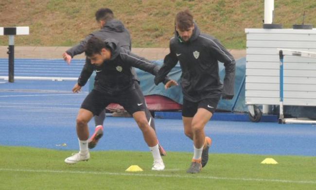 Hasta seis jugadores del filial entrenan con el primer equipo ante el partido de Copa