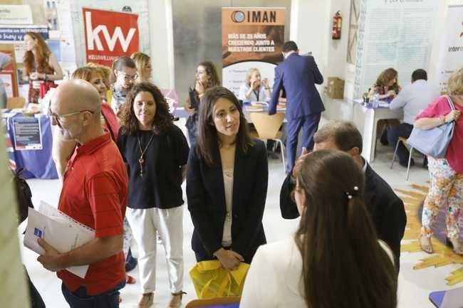 Más de 200 jóvenes se dan cita en la Feria de Empleo impulsada por Diputación, Cámara y Vera