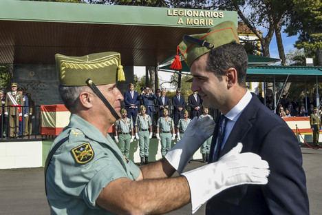 El alcalde de Almería recibe el título de legionario de honor