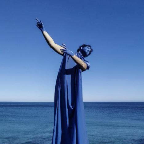 El bailaor almeriense Julio Ruiz presenta su espectáculo 'Azul, como la piel del melocotón'
