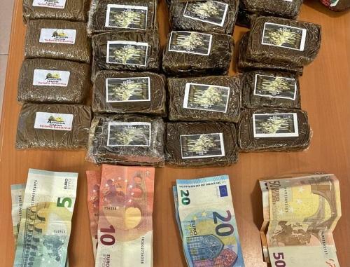 La Policía Local se incauta de 30 tabletas de hachís y detiene a dos individuos