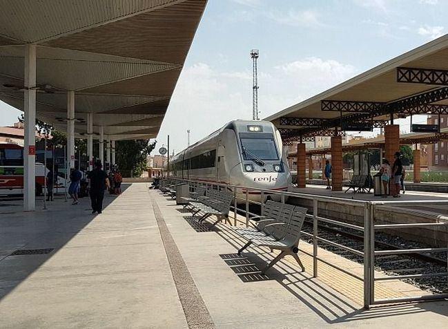 El tren de Almería-Madrid acumuló 39 retrasos en 10 meses