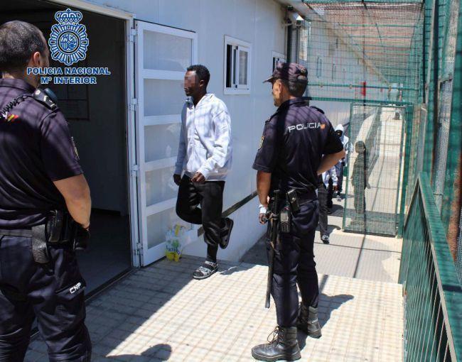 Tres detenidos por cobrar 7.000 euros a 14 inmigrantes por cruzarlos en patera